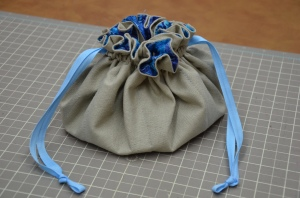 Free Jewelry Pouch Tutorial @ Sewfrench
