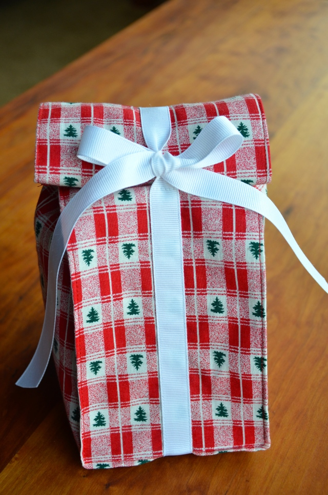 Trim-Tied Gift Bag @ Sewfrench