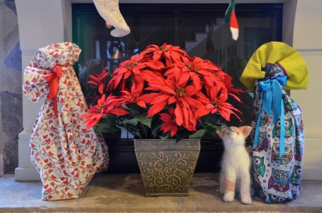 Pillowcase as gift wrap at Sewfrench