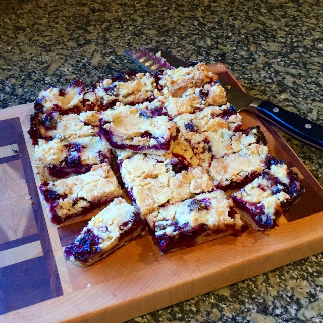 Blueberry Crumb Bars @Sewfrench